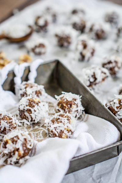 Try making up a batch of these healthy Honey Dates and Toasted Walnut Bites! Recipe at Little Figgy Food