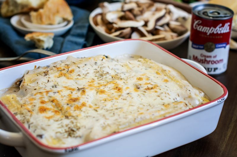 Baked dish with hot mushroom manicotti